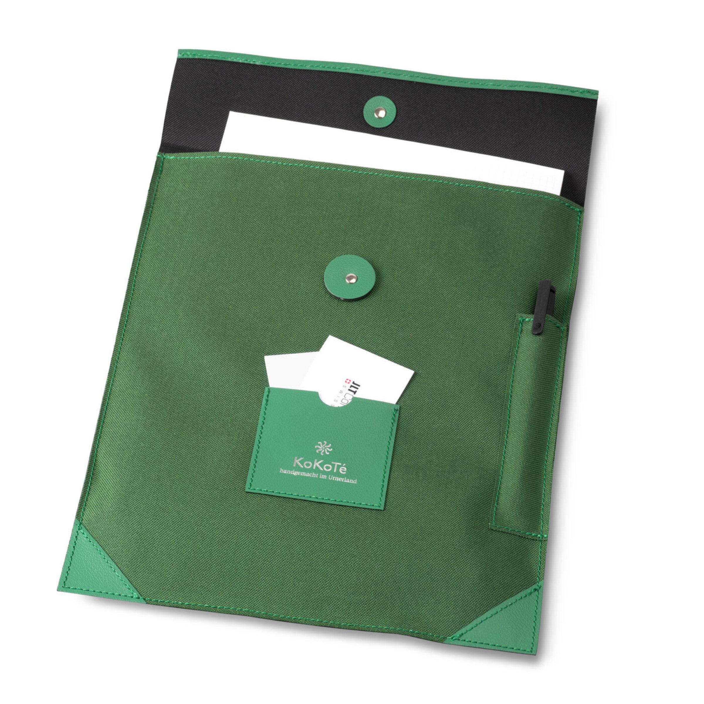17 IQ Tasche grün mit Inhalt